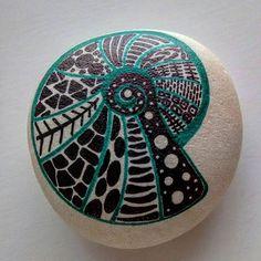 SeashellCaracol de mar.  #doodles #sassidipinti #stonepainting #stonelovers…