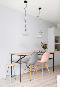 Esta vivienda en colores pastel es un claro ejemplo de cómo aportar luminosidad y frescura a un espacio combinando con acierto varios tonos de pintura.
