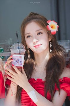 Photo album containing 7 pictures of Bona Yuehua Entertainment, Starship Entertainment, Xuan Yi, Asian Celebrities, Cosmic Girls, Nayeon, Korean Beauty, Kpop Girls, Girl Group