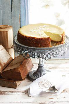 Romerige gebakte kaaskoek, Dis die klassieke resep met 'n suurlemoengeur. Sweet Pie, Sweet Tarts, Cheesecake Recipes, Dessert Recipes, Kos, South African Desserts, Ma Baker, Donuts, No Bake Cake
