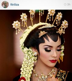 Pretty bride with solo putri