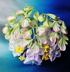 Autumn flowers bellflower, bush clover and patrina make up this pretty kanzashi