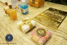 Mimos e adornos personalizados para decoração de lembrancinhas, convites e muito mais. Confira.   Contato - oficinadoio@gmail.com | www.oficinadoio.com.br