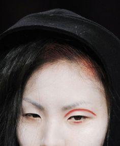 Yohji Yamamoto Fall 2009 Ready-to-Wear. - http://highfashionista.com/yohji-yamamoto-fall-2009-ready-to-wear/