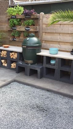 Outdoor kitchen of your element with scaffolding wood - Furnishing .- Outdoor kitchen of your element with scaffolding wood Outdoor Tables, Outdoor Spaces, Outdoor Living, Outdoor Decor, Scaffolding Wood, Bbq Area, Outdoor Kitchen Design, Big Green Egg Outdoor Kitchen, Outdoor Kitchens
