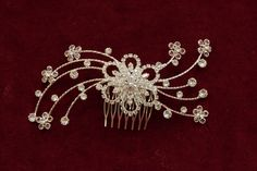 Svatební nebo společenská bižuterie, luxusní hřebínek, který vynikne zejména ve tmavých vlasech