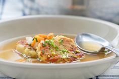 Kaspressknödel - Rezept Thai Red Curry, Chili, Recipies, Cooking, Ethnic Recipes, Food, Soups, Side Plates, Healthy Eating
