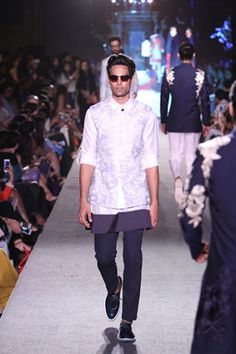 Manish Malhotra. LFW S/R 15'. Indian Couture. Indian Men Fashion, Mens Fashion, Manish Malhotra Collection, Indian Male Model, Kamiz, Indian Man, Vogue India, Indian Couture, Sherwani