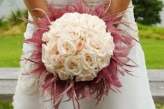 Foto bouquet a palla New Years Eve Weddings, May Weddings, Romantic Weddings, Rose Wedding, Floral Wedding, Wedding Flowers, Feather Bouquet, Rose Bouquet, Silk Roses