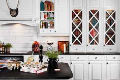 Vitrineskapdør Tradisjon, DX Leveres med glass, diagonalsprosse. Kjøkkenfront Meny | Drømmekjøkkenet