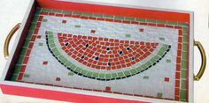 Bandeja com melancia em mosaico Mosaic Tray, Mosaic Tiles, Mosaics, Red Mirror, Art Auction, Auction Ideas, Mosaic Patterns, Diy Art, Stained Glass