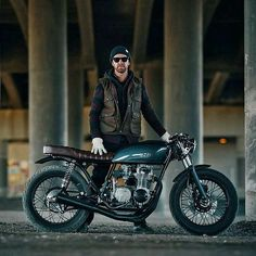 #caferacer #caferacers #bobber #bobbers #bobberheads #bobbersnchoppers  #bobberhead #moto #live #love #life #motorcycle #italy #bikelife #caferacersculture #caferacerstyle #bncnation #buildnotbought #badass #custom #luxury #vintage #style #deadgoons #amsterdam #caferacerxxx #bobberporn #dropmoto #budgetcaferacer #caferacerandbobbernation