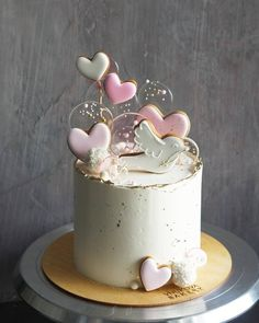 Нет описания фото. Heart Birthday Cake, Birthday Cakes For Teens, 21st Birthday Cakes, Beautiful Birthday Cakes, Beautiful Cakes, Amazing Cakes, Pretty Cakes, Cute Cakes, Art Party Cakes