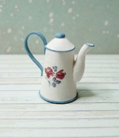how to: miniature coffee pot with printable