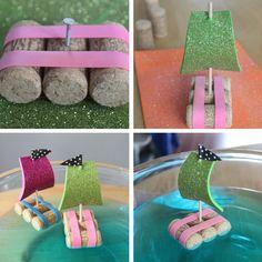 un bateau avec des bouchons