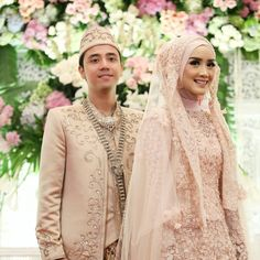 Hijab wedding inspiration by hijab dress düğün, gelinlik, dan e Muslimah Wedding Dress, Muslim Wedding Dresses, Muslim Dress, Hijab Dress, Muslim Brides, Bridal Hijab, Bridal Outfits, Bridal Dresses, Wedding Hijab Styles