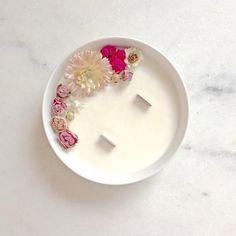 Bougie Fleurie à la Rose - Organic Cocoon - Bougie Vegan - Bougie Bio - Made In France #bougie #bougiefleurie #madeinfrance #vegan #fleurs #flowers #candle #healthy #decoration #wedding #diy #doityourself #organiccocoon #hygge #blossom