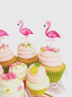 Cupcakes with Flamingo Toppers for a Flamingo Baby Shower Food and Decor Idea Flamingo Birthday, Luau Birthday, Flamingo Party, Luau Cakes, Party Cakes, Pavlova, Flamingo Cupcakes, Hawaian Party, Tropical Party