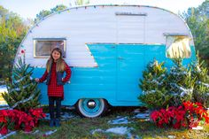 """Old Fashioned Christmas"" Photo session with a vintage '57 Shasta camper! #happytrailsphotobooth"