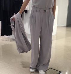 """Donne Vincenti su Instagram: """"DKNY..nuovo stile.. #donnevincenti #DKNY #newmood #style #fashion #minimal #chic #trouser #nowinstore #musthave #albafashion #shopping"""""""