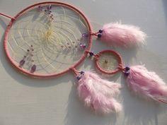 Strahlender Amethyst im rosa Traumfänger  von Hochwertige Traumfänger -Edelstein Dreamcatcher-Traumnetz.com auf DaWanda.com