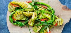 Grillet salatagurk med vårløk, gressløk og grillet chilidressing | Lises blogg