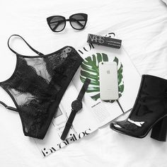 Goodmorning! 💋😊 Starting the day with a flatlay! So happy with my new bralette I found in London the other day! 😍✔️ #flatlay