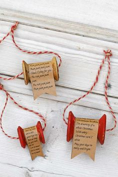 How To Make A Vintage Wooden Thread Spool Ornament Create a personal Christmas decoration. Use the lyrics of your favourite Christmas song to make a charming vintage wooden thread spool ornament. Homemade Christmas, Diy Christmas Gifts, Christmas Projects, Christmas Fun, Vintage Christmas, Country Christmas, White Christmas, Handmade Christmas Decorations, Christmas Ornament Crafts