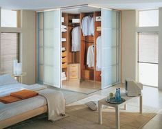 10 Best Home Staging Tips for Small Rooms to Use Available Spaces Efficiently Walk In Closet Design, Bedroom Closet Design, Master Bedroom Closet, Closet Designs, Bedroom Designs, Bedroom Corner, Wardrobe Design, Small Rooms, Small Apartments