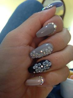 9 Super Creative Black and White Nail Art Designs | trends4everyone