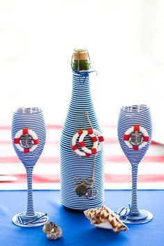 I love these and they look fairly easy to make Diy Bottle, Wine Bottle Crafts, Bottle Art, Unique Wine Glasses, Hand Painted Wine Glasses, Deco Theme Marin, Cadeau Parents, Leftover Wine, Altered Bottles