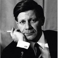 Als er Portraitfotos wie dieses machte. | 19 Fotos, für die Du Helmut Schmidt für immer cool finden wirst