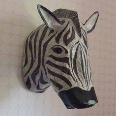 Animal en carton pâte. Et si on essayait des petits cadres ovales ou ronds, avec des portraits d'animaux en superposition de cartons ?