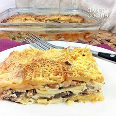 Este gratén de patatas y champiñones es un plato consistente y sabroso. Puedes servirlo solo o como guarnición de carnes y huevos.