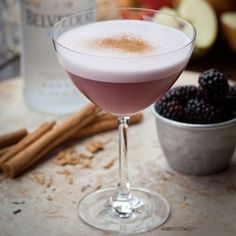 The Best Christmas Cocktails Jack Horner – A cold-weather vodka cocktail with blackberry, cinnamon and egg white. Vodka Drinks, Cocktail Drinks, Yummy Drinks, Cocktail Recipes, Vodka Martini, White Cocktails, Fall Cocktails, Popular Cocktails, Wine Mixed Drinks