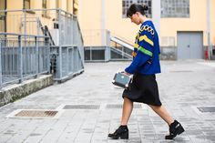 MAGLIONE – SWEATER: Virginia Bizzi from Tozzi Bologna GONNA – SKIRT: Virginia Bizzi from Tozzi Bologna BORSA – BAG: Alexander McQueen from Tozzi Bologna SNEAKERS: Robert Clergérie from Sarenza