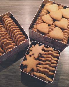 Moje Wypieki | Pierniczki nadziewane Gingerbread Cookies, Cooking Recipes, Food, Per Diem, Biscuits, Gingerbread Cupcakes, Ginger Cookies, Chef Recipes, Eten
