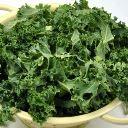 Entenda quais os benefícios que o espinafre proporciona para a sua saúde e quais podem ser os riscos do consumo deste alimento.