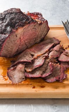 Barbecued Chuck Roast: Beef shoulder clod is a Texas barbecue favorite and we adapted it for the home cook with a more manageable chuck-eye roast. Roast Beef Recipes, Paleo Recipes, Cooking Recipes, Bbq Roast Beef, Smoker Recipes, Pot Roast, Cooking Ideas, Oven Baked Chicken, Fried Chicken Recipes