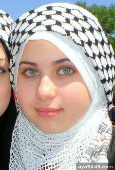 Palestinian Muslim Girl In Hijab Scarf Beautiful Muslim Women, Beautiful Hijab, Beautiful Eyes, Arab Girls Hijab, Muslim Girls, Hijabi Girl, Girl Hijab, Muslim Beauty, Islamic Girl