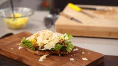 "Vegetarische ""Caesar"" sandwich   Dagelijkse kost Vegetarian Lunch, Vegetarian Recipes, Sandwiches, Tacos, Veggies, Cooking, Breakfast, Ethnic Recipes, Kitchen"