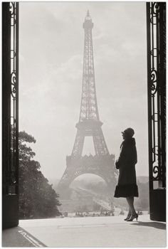 Art Symphony: Vintage Black and White Photos of Paris, classy lady, art, photography, paris fashion