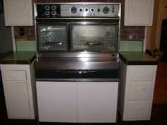 Photos of a vintage Frigidaire Flair stove -- which we've come to realize is an all time favorite stove for a era kitchen.