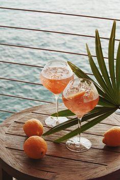 Cocktail Hour: Veuve Clicquot Rosé with orange 🍊 (location: Maui, Hawaii 🇺🇸) Cocktail Photography, Food Photography, Bourbon Cocktails, Food Styling, Summer Vibes, Happy Hour, Happy Thursday, Blogging, Picnic