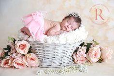 Fotografia Newborn - Estúdio Roni Sanches www.ronisanches.com  #fotografia #newborn #ronisanches #book #ensaio #recemnascido #bebe #foto #photography #baby #girl