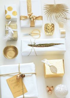 White and gold gift wrapping ideas and inspiration. Present Wrapping, Creative Gift Wrapping, Wrapping Ideas, Creative Gifts, Elegant Gift Wrapping, Gold Christmas, Christmas Crafts, Christmas Decorations, Christmas Holidays