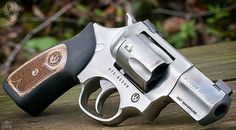 A snub nose 357 Magnum revolver with a two inch barrel, in stainless or blue. This one is a Ruger model, which has been a time and street tested performer. 357 Magnum, Rifles, Shotshell Reloading, Ruger Revolver, Survival Weapons, Survival Tools, Get Home Bag, Bushcraft, Home Defense