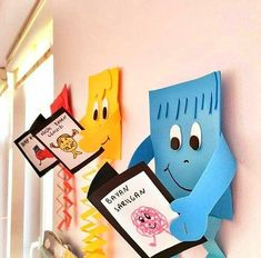 Decorating shapes for classroom Classroom Board, Preschool Classroom, Preschool Crafts, Crafts For Kids, Bulletin Board, School Board Decoration, Class Decoration, School Decorations, School Displays