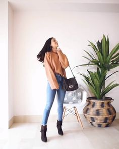 Stylish outfit ideas jean outfit idea with boots Stylish Summer Outfits, Winter Mode Outfits, Winter Fashion Outfits, Casual Fall Outfits, Classy Outfits, Look Fashion, Stylish Outfits, Formal Winter Outfits, Outfit Jeans