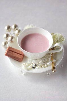 Strawberry Kitkat & Milk キットカットミニオトナの甘さストロベリーと苺ミルク